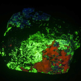 Photographing fluorescent minerals in UV light